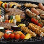 BBQ und Burger mit wenig Kohlenhydraten